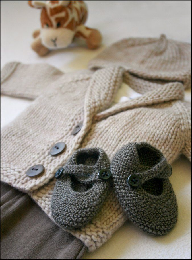 47c3d297fa19 That does it  my baby girl will have one gray knitted outfit. She ...