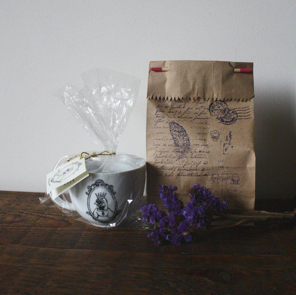 taza de porcelana con diseño impreso al horno, motivo reyna gorriona by Lidia Rocillo Regalo para mamá en cualquier momento del año/ lindo detalle/ decoración de interiores
