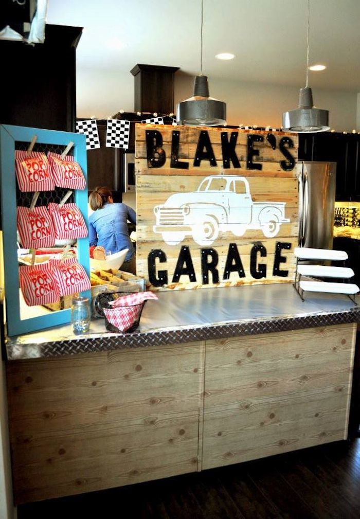 Cute vintage garage themed birthday party with such cute for Garage themed bedroom ideas