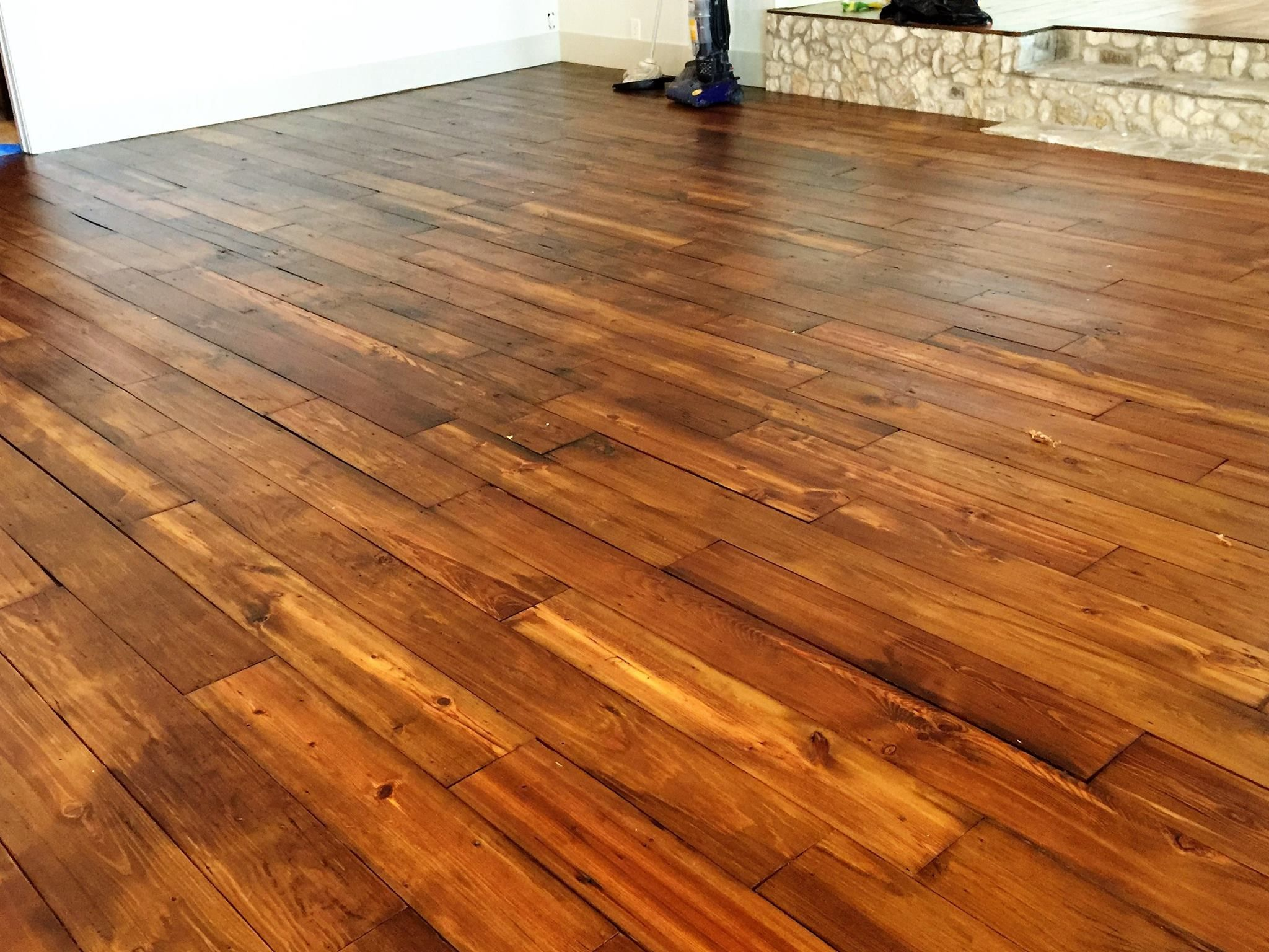 Reclaimed Wood Flooring Created With Our Own Antique Lumber Antique Lumber Company Arte Em Madeira Decoracao Madeira