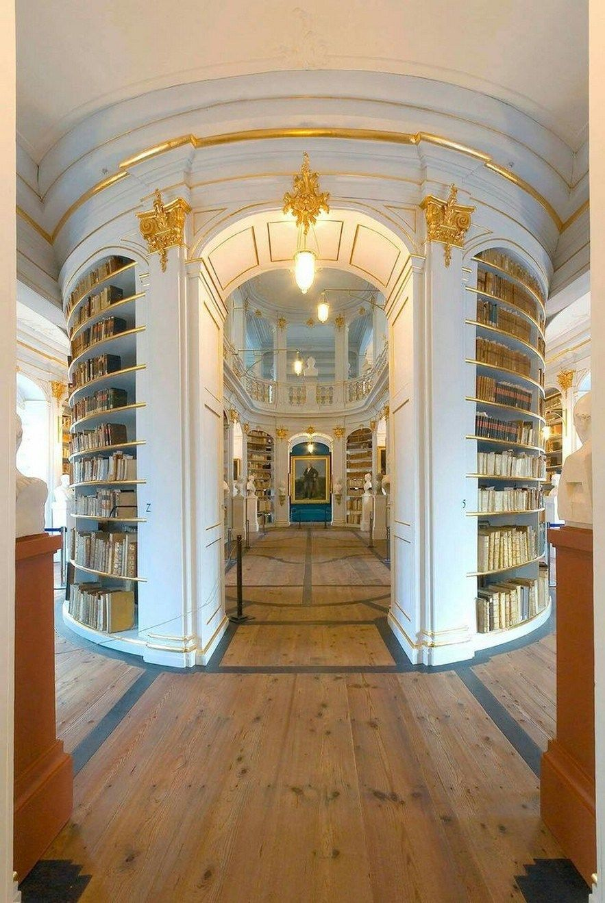 Amazing Home Libraries: 21 Amazing Libraries Home Design For You 8