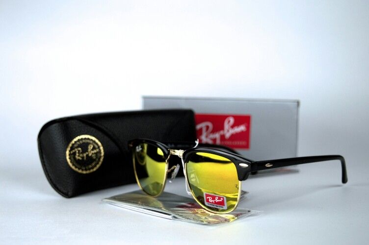 Ray - Ban Clubmaster.