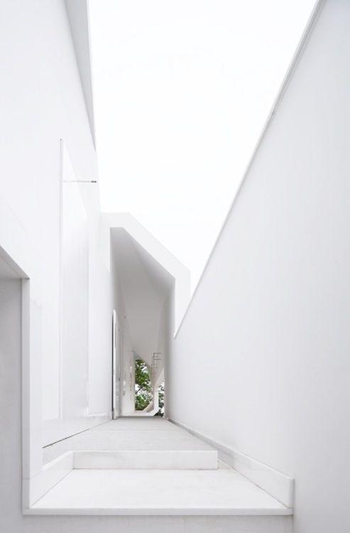 Entry. House in Oporto by Álvaro Leite Siza
