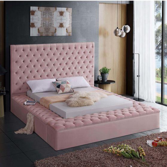 Meridian Luxus Gray Exclusive Round Tufted Platfor