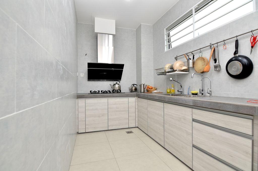 Melamine Kitchencabinet Wetkitchen Concretetop Greyish Woodtexture Horizontal Lshape Goldencarpentry Malaysia Kitchen Cabinets Kitchen Wood Texture