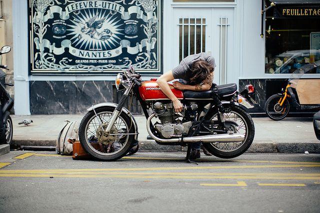 pingl par romain depla sur brat moto vespa et moto voiture. Black Bedroom Furniture Sets. Home Design Ideas