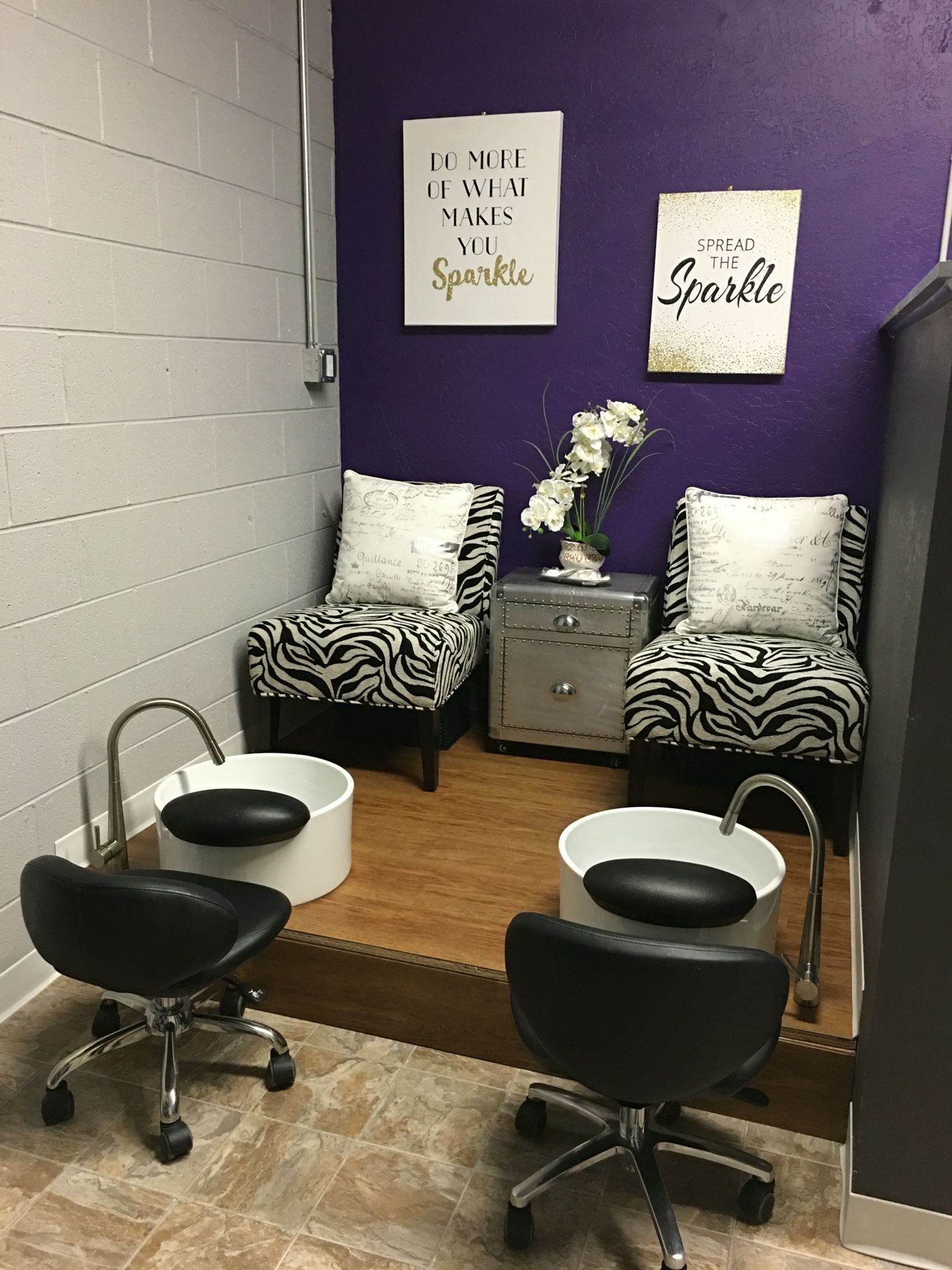 Pedicure station tr s chic hair nail salon missoula mt for Decoration coin salon