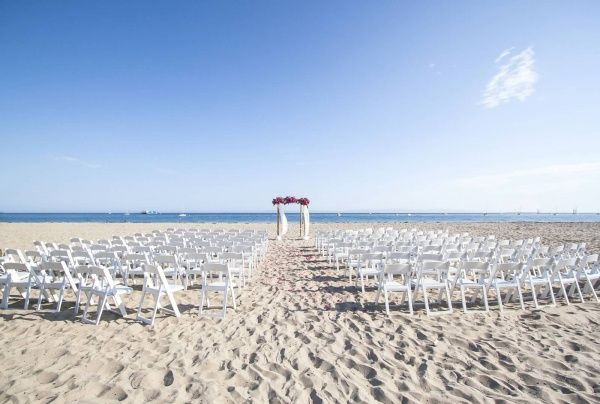 Buffet Set Up For A Light And Open Beach Wedding In Santa Barbara Rob Chan Photography Http Www Cateringconnect Pinterest