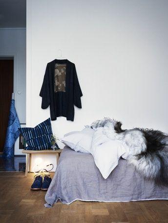 Köpa fin knopp att sätta utanpå min garderob, för morgonrocken. Fin, tunn galge till det.
