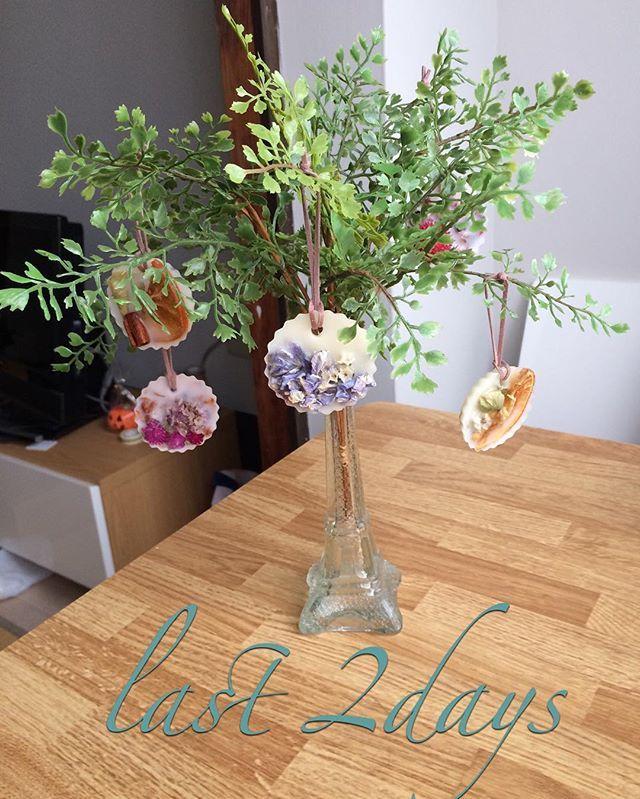 いよいよ Last2days 結婚式が3連休最終日なので ゆっくり準備出来るかと思いきや ばたばたです 今日はこれからまつエク 式場へ2回目の荷物搬入 ウェルカムスペース に置く予定の ツリー と呼べるものなのかな Wedding Display Glass Vase Display
