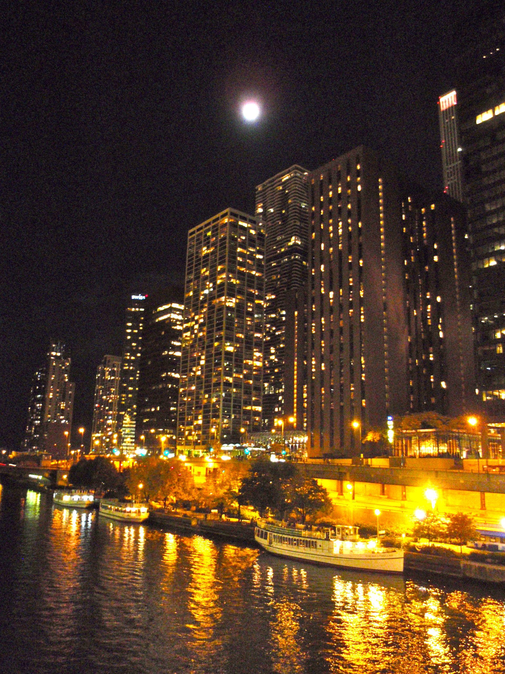 Full moon over Chicago | Random Happy Things | Pinterest | Chicago ...