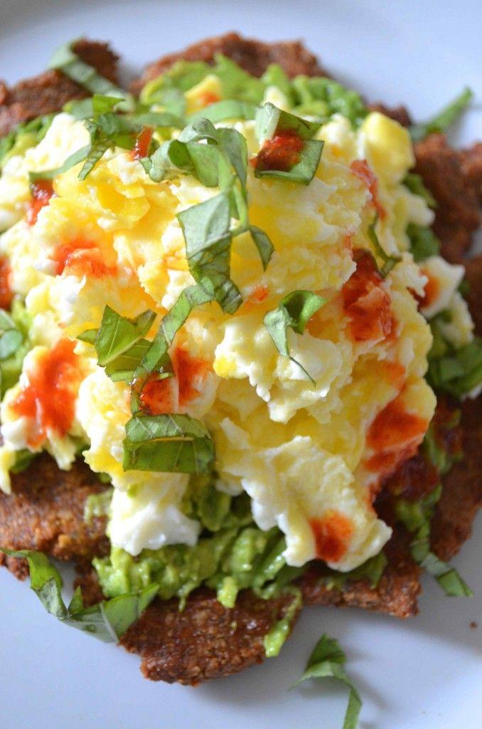 egg and avocado breakfast pizza #mariaprovenzano #breakfast #glutenfree Click for recipe!