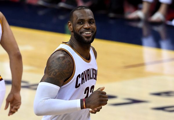 nba news Going back to Cali LeBron, Cavs down Warriors