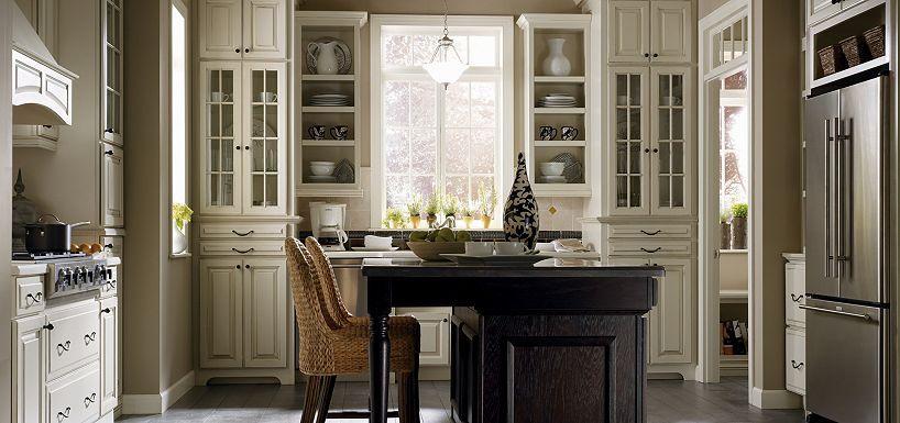 Love The Cream Cabinets With Dark Island Plaza Maple Amaretto Crème Glaze Oak Chocolate By Thomasville Cabinetry
