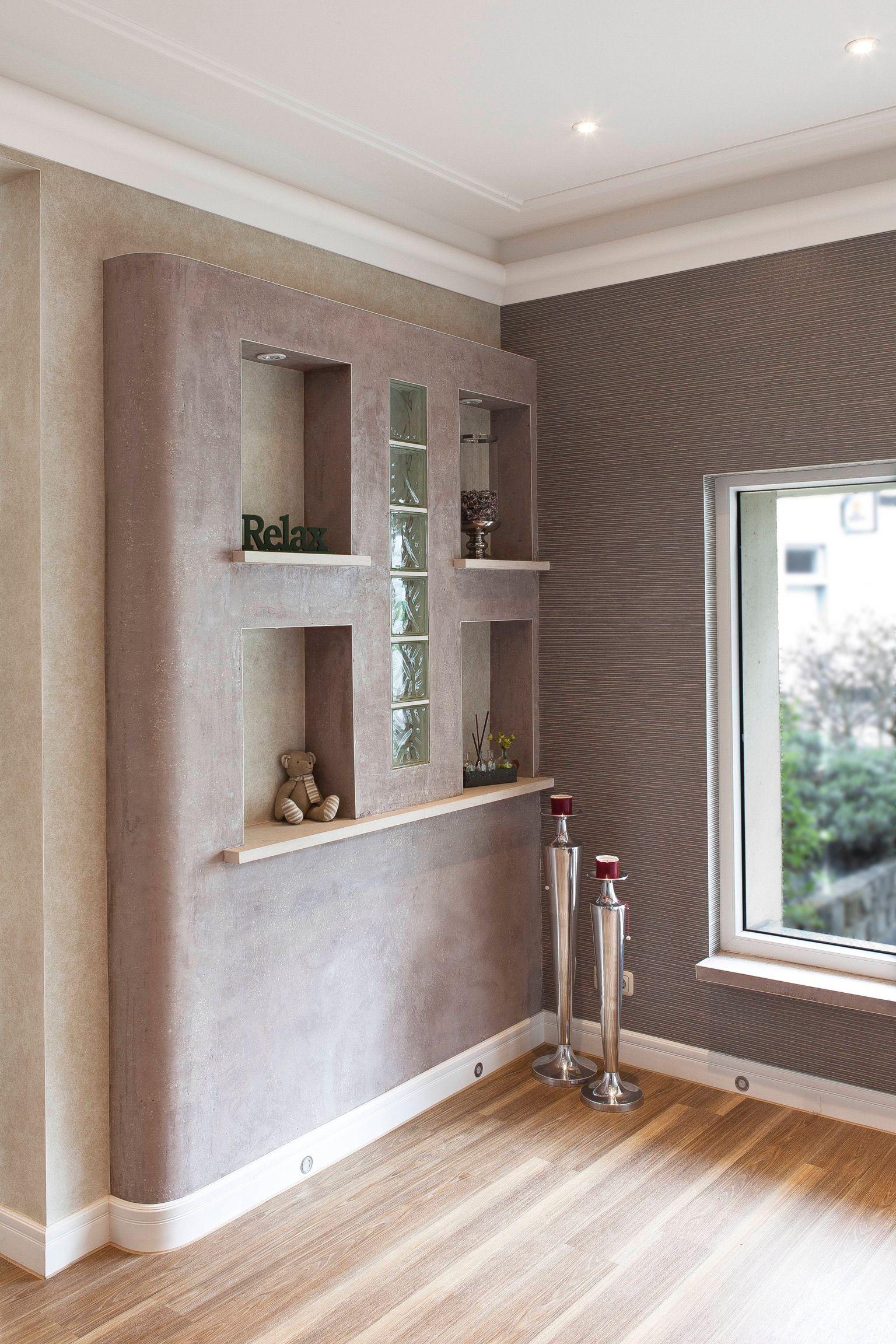 gestaltung eines ausstellungsraums zierprofilleisten mit indirekter beleuchtung von orac decor. Black Bedroom Furniture Sets. Home Design Ideas