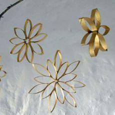 couronne de fleurs avec des rouleaux de papier toilette. Black Bedroom Furniture Sets. Home Design Ideas
