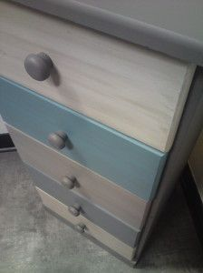 Meuble A Tiroirs Relooke Donnez Vie A Vos Meubles Refurbished Furniture Furniture House Interior