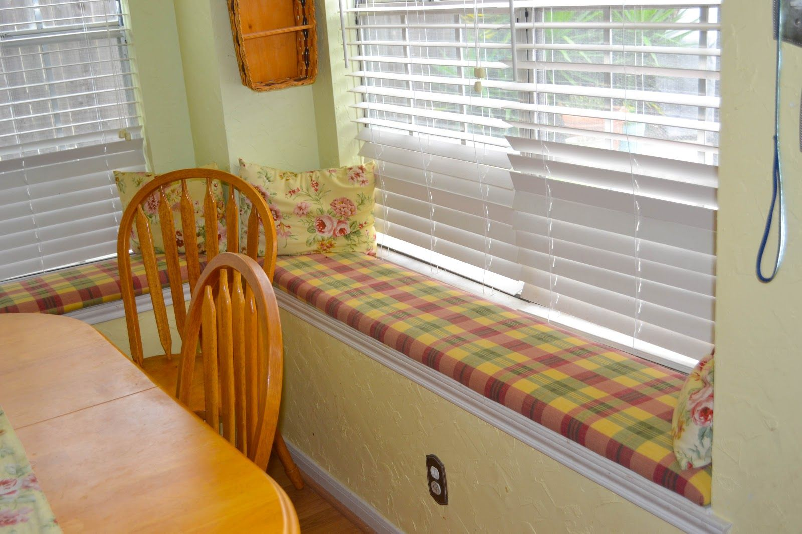 Mommiedom: New Bench Covers for the Windows