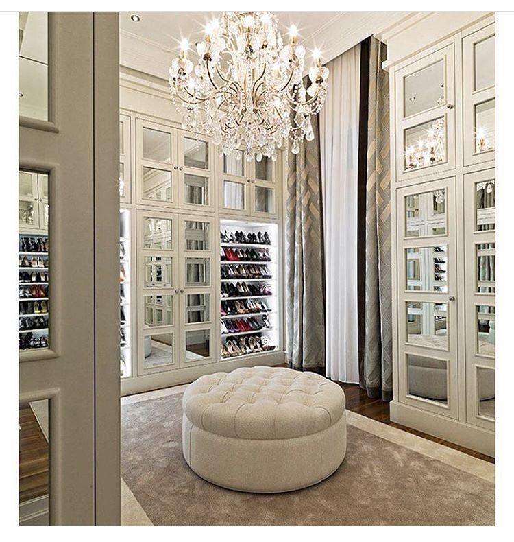 Glamour closet with chandelier | future HOME | Pinterest | Vestidor ...
