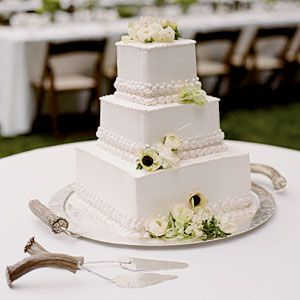 Uniquely Southern Wedding Cakes | Southern wedding cakes, Square ...