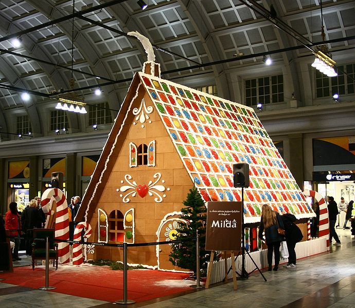 8 Amazing Life Size Gingerbread Houses Cardboard Gingerbread