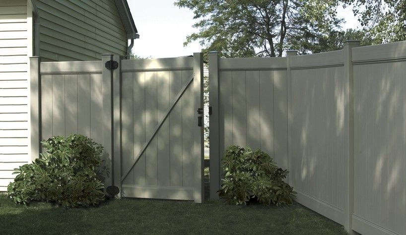 Upgrade Your Yard With The Chesterfield Privacy Vinyl Fence From Bufftech The Chesterfield Vinyl Fence Offers Both So Fence Builders Vinyl Fence Privacy Fence