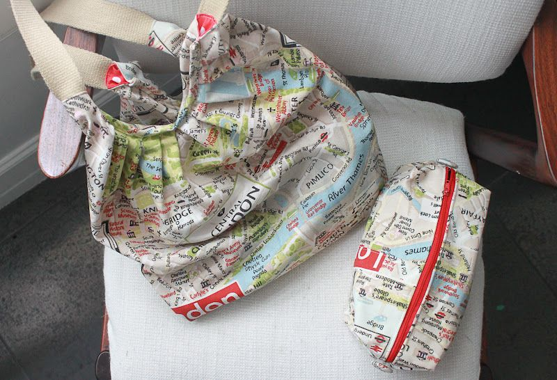 Pano pra Mangas: London map fabric    mother made it for me :-)