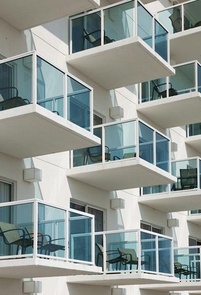 Best Azure Blue Glass Balcony Railing Glass Balcony Railing 400 x 300