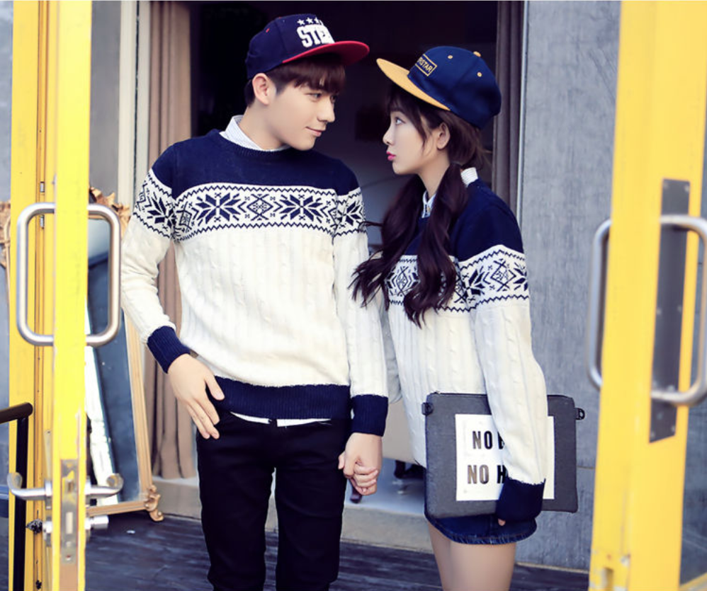 Snowflake Print #Couple #Sweater  Couple outfits, Couples