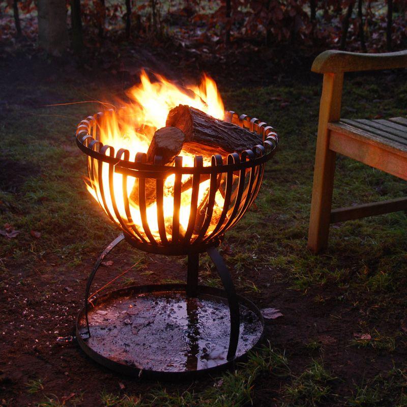 ein feuerkorb f r den garten kommt viel m nnlicher r ber als ein sch der grill