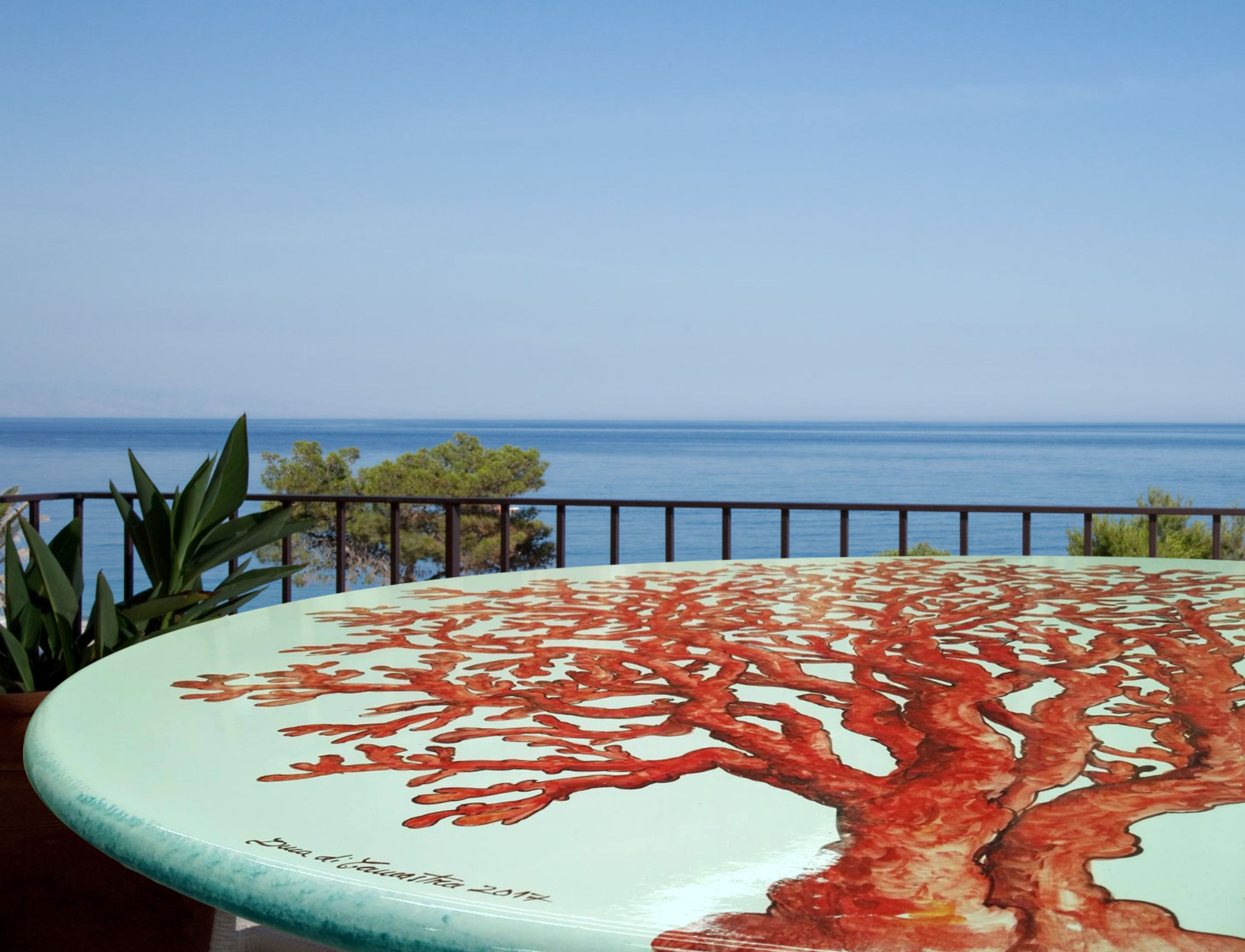 Tavolo in pietra lavica ceramizzata, decoro Corallo Rosso | Tavoli ...