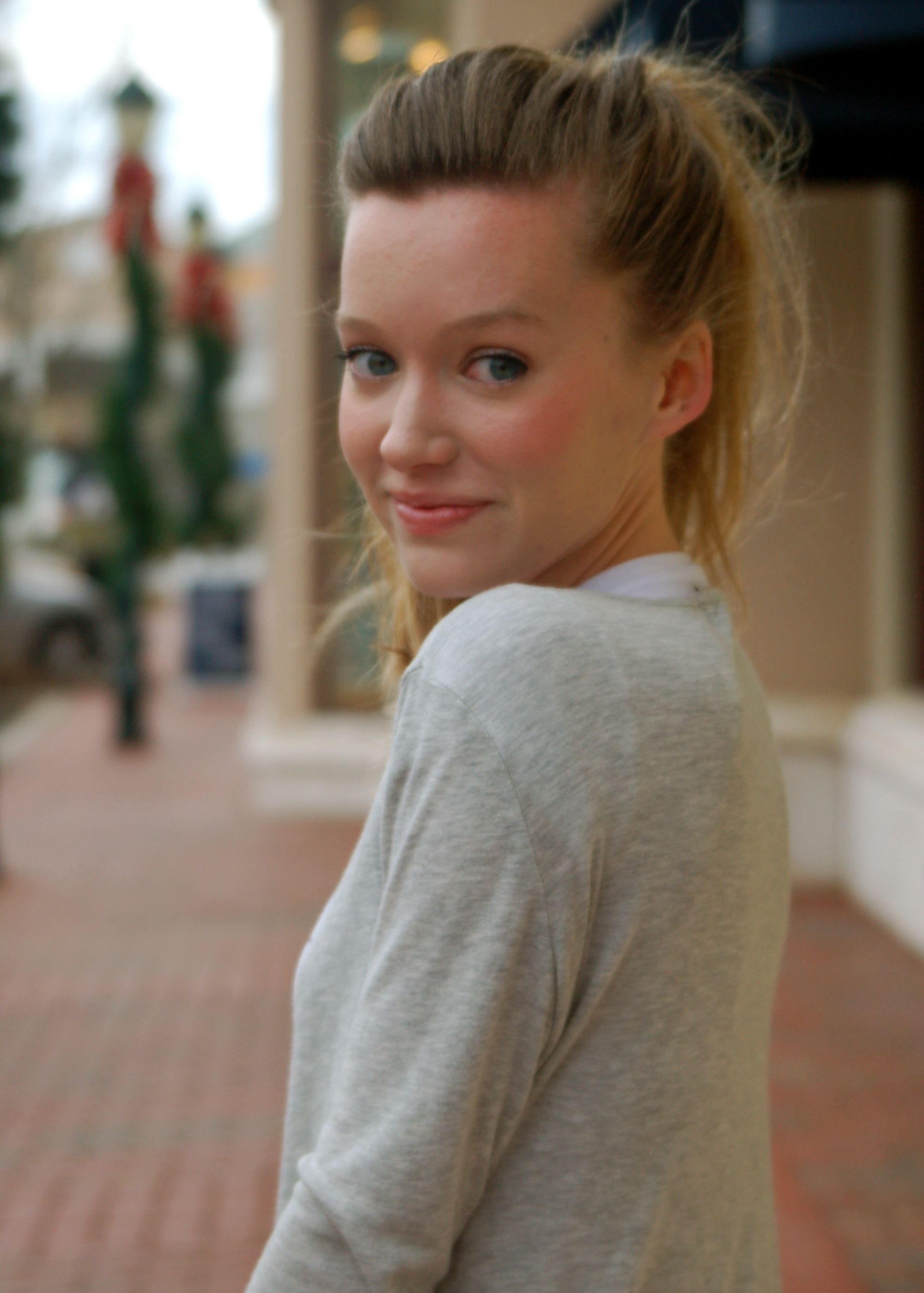 blonde, blogger, gray, high ponytail, messy hair, street style, trends, trendy lindy