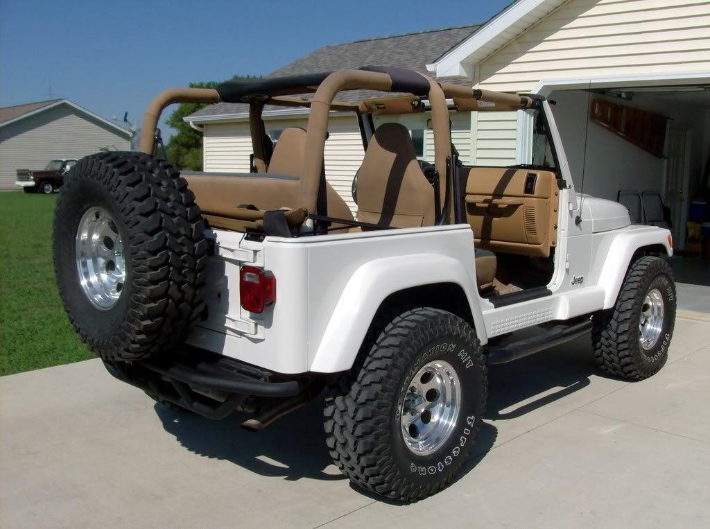 Get in my driveway. White Jeep Sahara Survivor Jamie