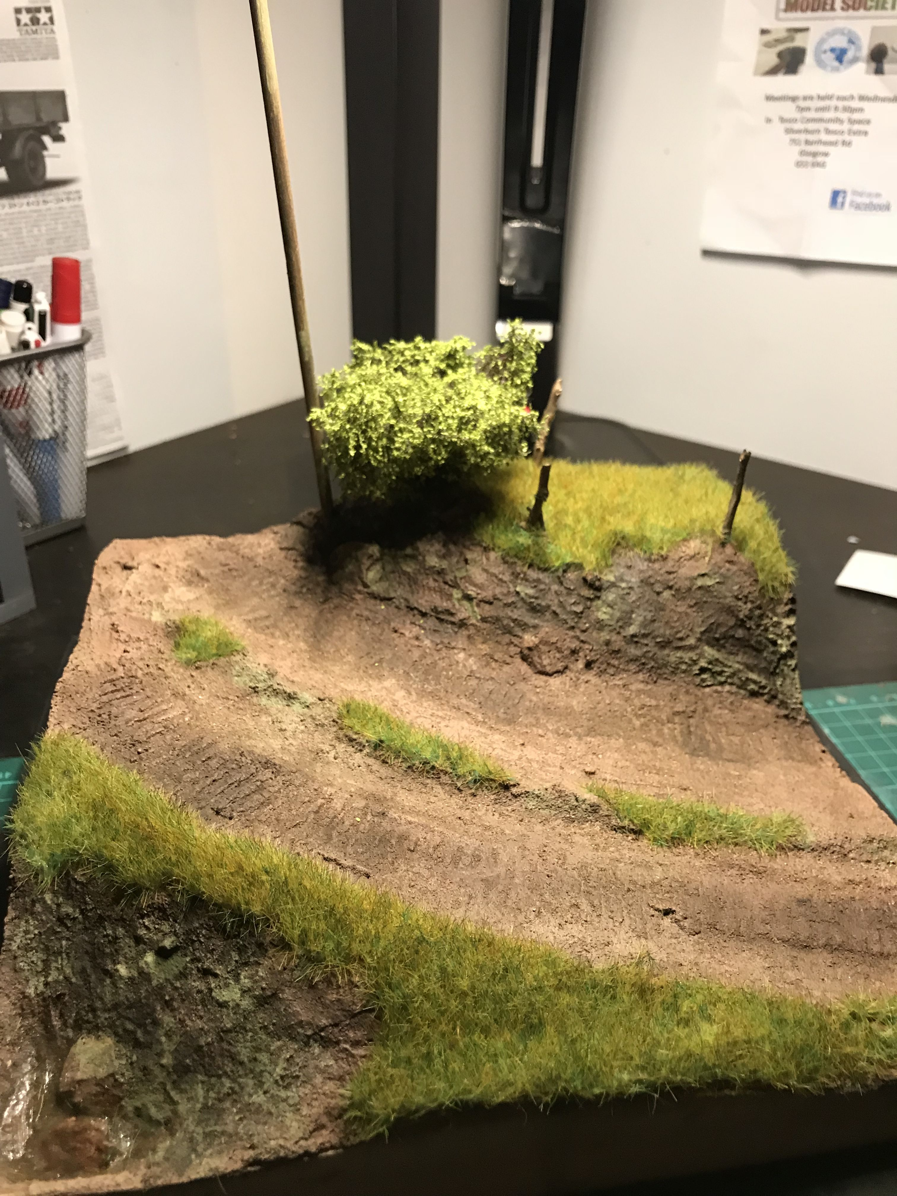 Dusty road diorama #modeltrainlayoutsideas | Scale models