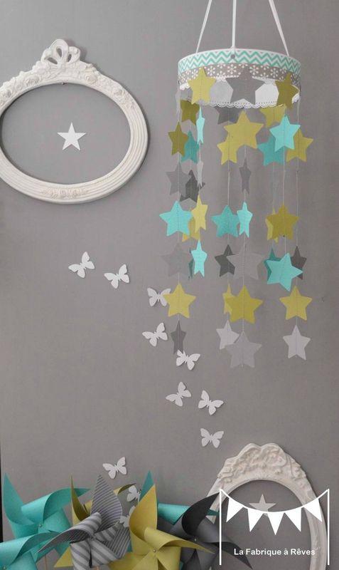 mobile étoiles turquoise vert anis gris décoration chambre enfant
