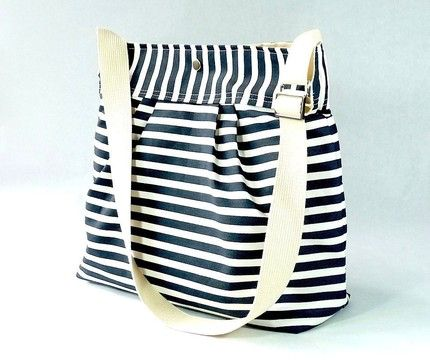 pleated french messenger: perfect for the beach