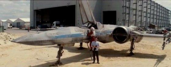 JJ Abrams dévoile un chasseur X-Wing de Star Wars 7