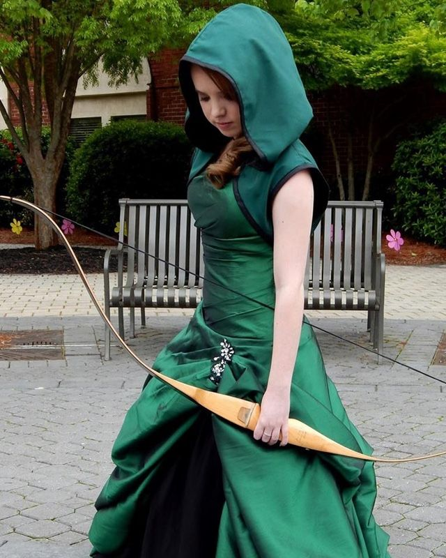 4617cb44862 Teenage Geek Girl Attends Prom in ARROW Inspired Dress