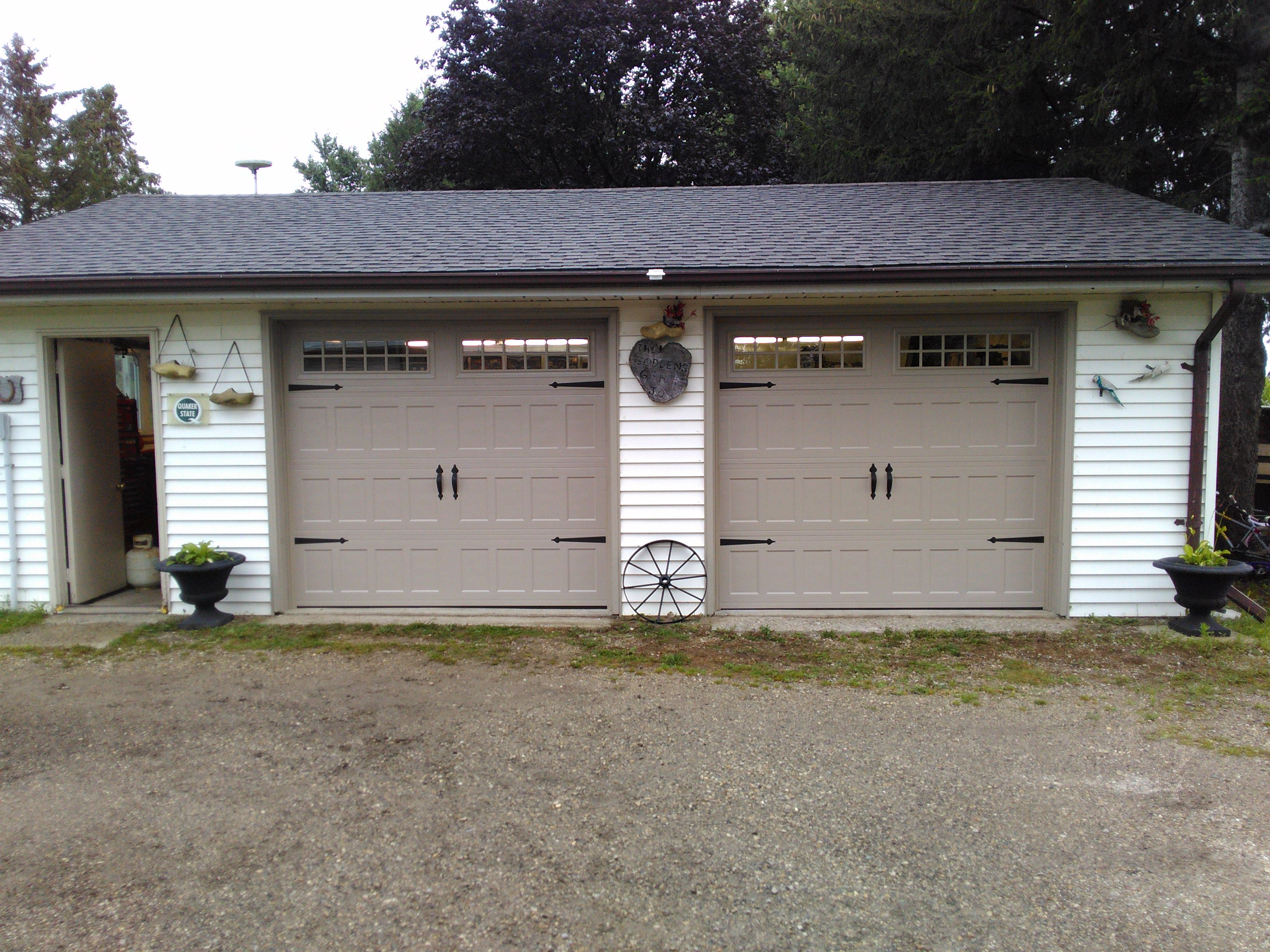 Pin By Harmony Door Service Inc On Residential Garage Doors Residential Garage Doors Residential Garage Garage Doors