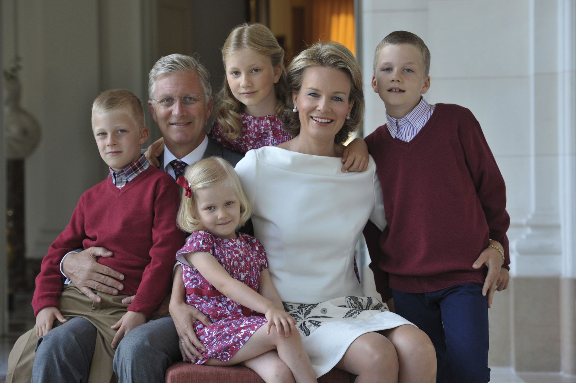 Philippe-et-Mathilde-avec-leurs-enfants-Emmanuel-Eleonore-Elisabeth-et-Gabriel.jpg (2000×1332)