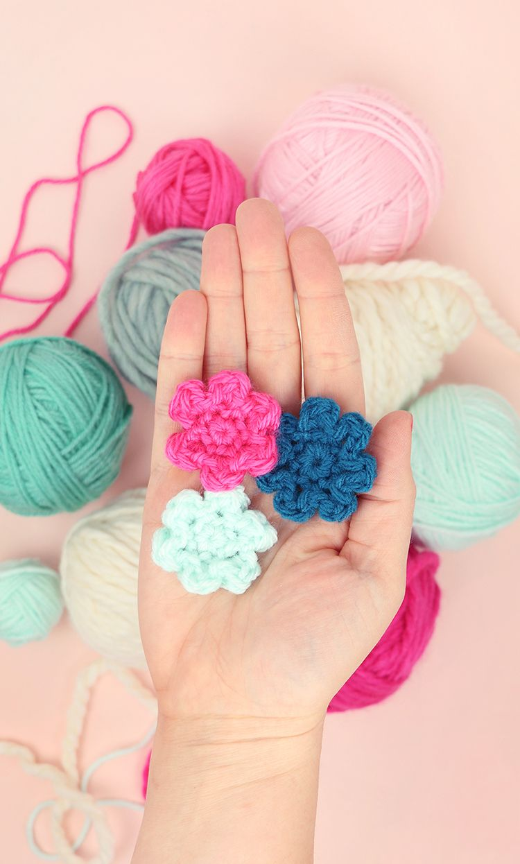 How To Crochet Flowers Small Simple Flower Pattern Rose Flores Crochetflowers Pretty Diagram