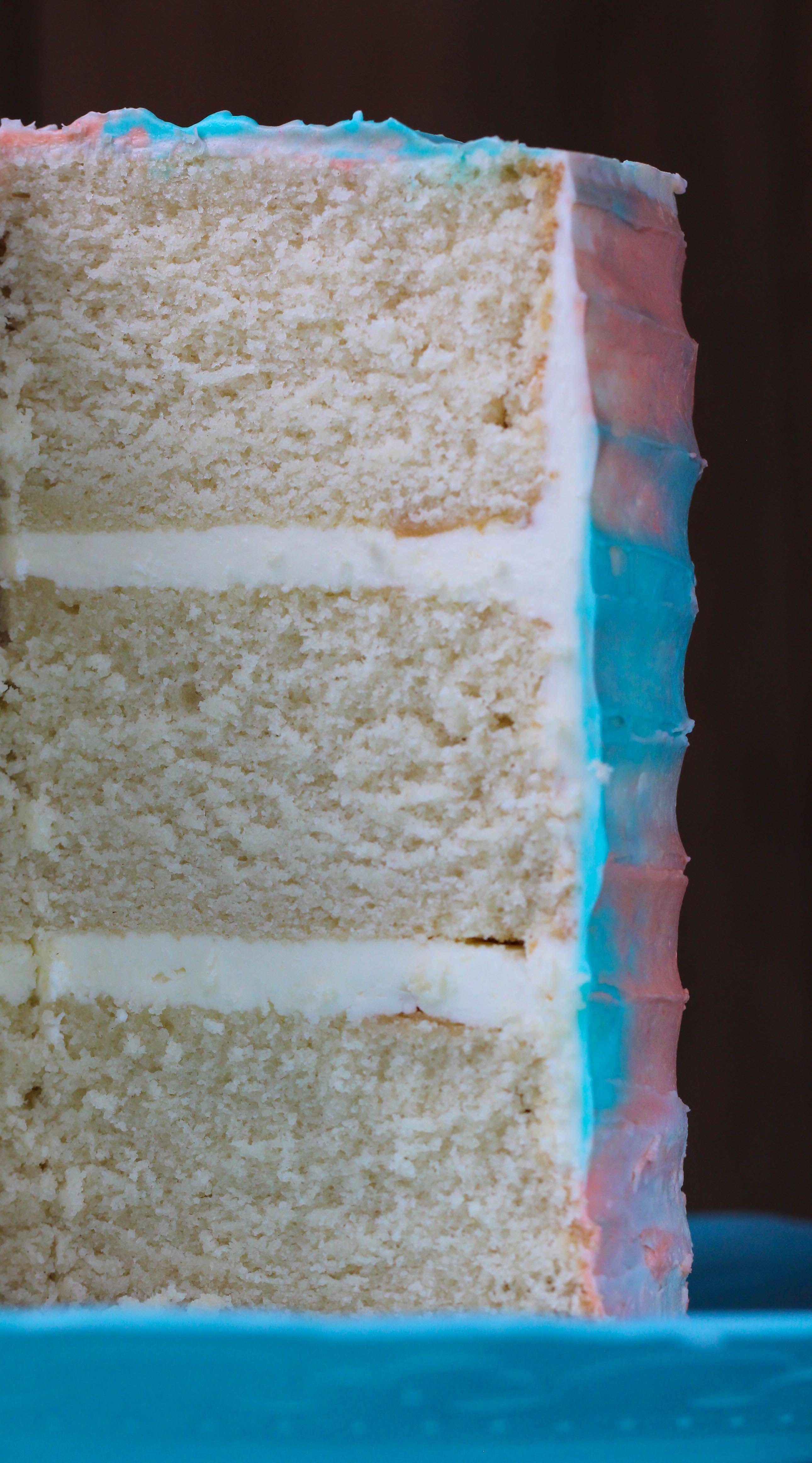 Vanilla Cake With Swiss Meringue Buttercream كيكة طبقات الفانيلا مع كريمة المارينق السويسري Sweets Cake Desserts