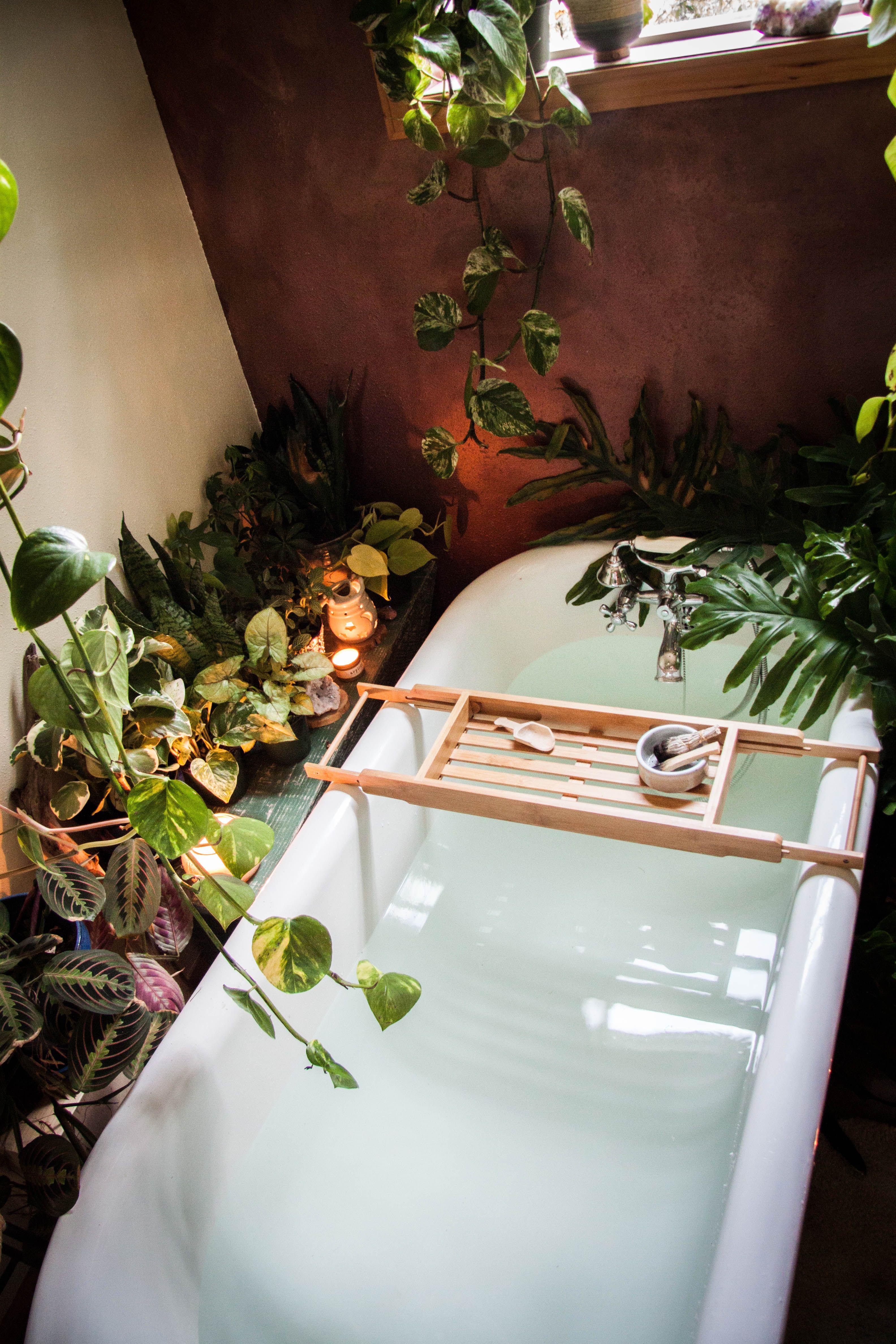 BEING's Urban jungalicious bathtub dream scene. #anthrofave #jungalowstyle #urbanjunglebloggers