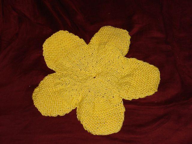 Ravelry: FlyPrinces' flower washcloth