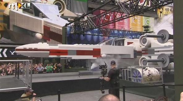 Grootste Legobouwwerk ooit: ruimteschip uit Star Wars | Volg het nieuws terwijl het gebeurt