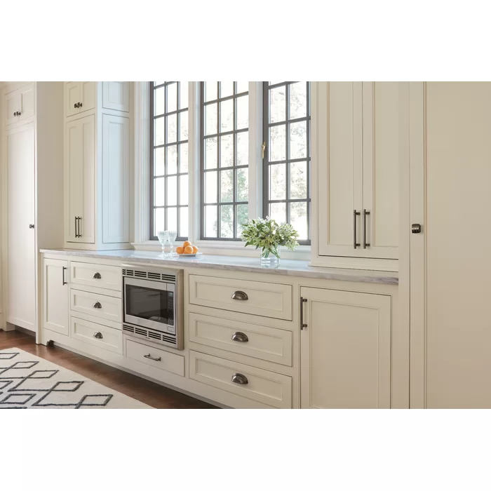 Davenport 3 3 4 Center To Center Bar Pull In 2021 Kitchen Cabinet Trends Kitchen Cabinets Amerock