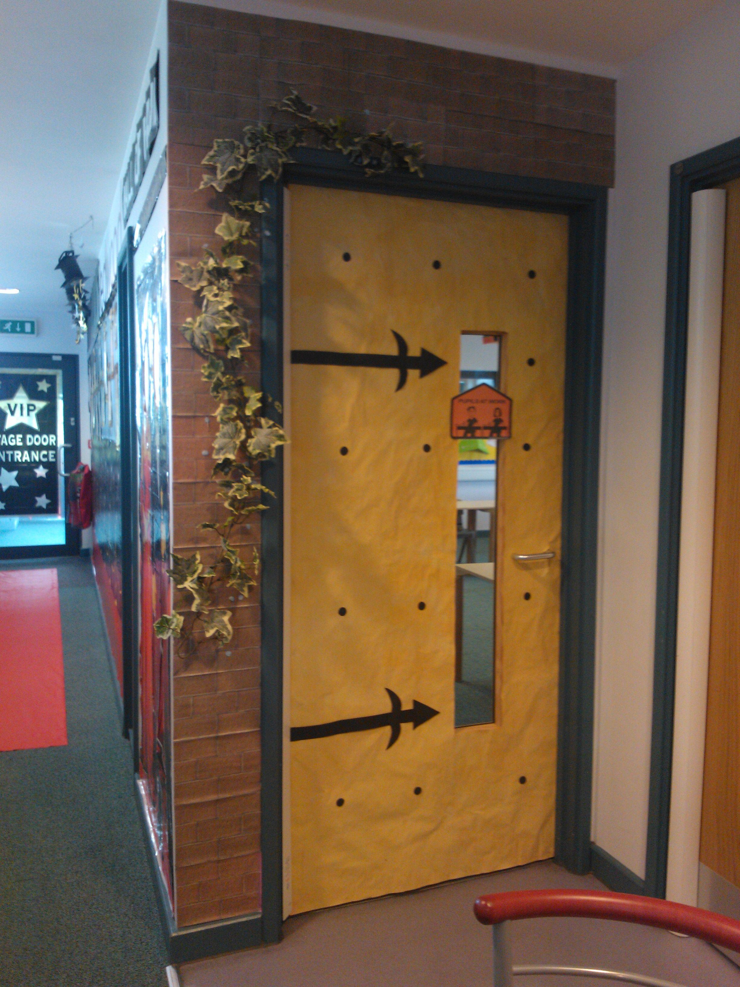 castle entrance/ classroom door ff4e7fa8f1c3394803957771f6ad74f0
