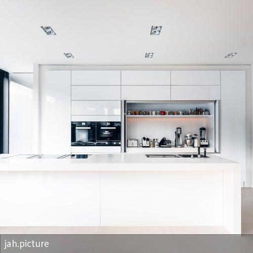 Die offene küche wurde individuell für dieses haus entworfen der downdraft dunstabzug von bora