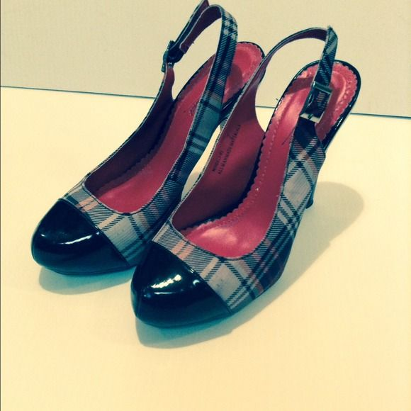 Red plaid high heels Very gently used size 7 plaid red and black heels Shoes Heels
