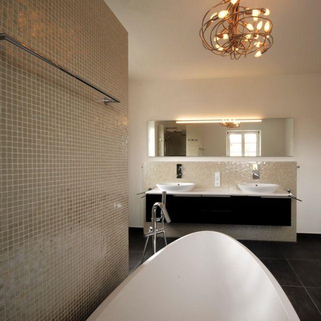 badezimmer bilder mosaik wandfliesen glanzvoll schwarzer